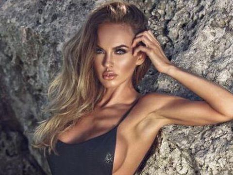 Cea mai sexy fata de oras si-a schimbat look-ul! Monica Orlanda, fosta iubita a lui Piturca junior s-a facut blonda si e mai fierbinte ca niciodata! FOTO!