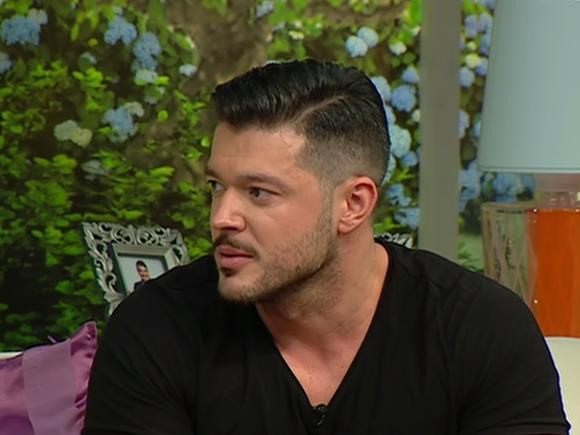 Victor Slav, prezentatorul emisiunii WOWbiz, dezvăluiri neaşteptate despre viaţa de familie! Cum o răsfaţă pe Bianca Drăguşanu şi pe fiica lui, Sofia!