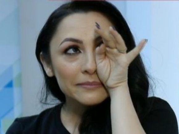 Toata lumea fugea din calea furtunii, dar Andra a vrut sa cante pentru cativa fani ramasi langa scena! Gestul care arata de ce este sotia lui Maruta cea mai iubita artista din Romania! VIDEO EXCLUSIV!