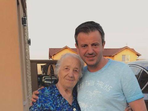 Drama uriasa in familia unuia dintre cei mai cunoscuti cantareti de muzica populara din Romania! Tinu Veresezan, distrus de moartea bunicii sale