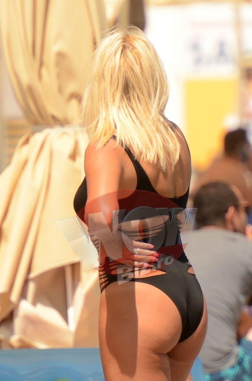 Elena Udrea, aparitie naucitoare la plaja, in cel mai sexy costum de baie cu putinta! Blonda e ca vinul... an de an tot mai buna!   VIDEO EXCLUSIV
