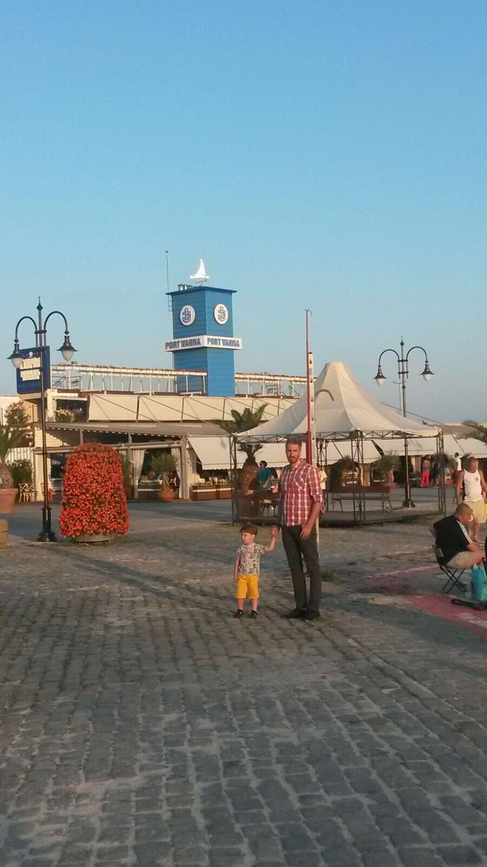 """Ernest, vacanta cu familia, in Bulgaria! Alex, fiul prezentatorului, a fost capul """"rautatilor"""" in timpul verii"""