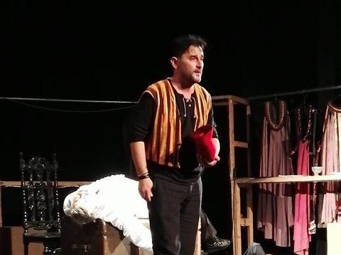 Sotul regretatei Patricia Teicu se reface la locul de munca! Adi Radulescu este actor la teatrul din Focsani
