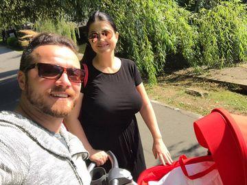"""Gabi Cristea si-a scos fetita la plimbare prin parc! Fanii au sarit imediat pe ea: """"E prea devreme"""""""