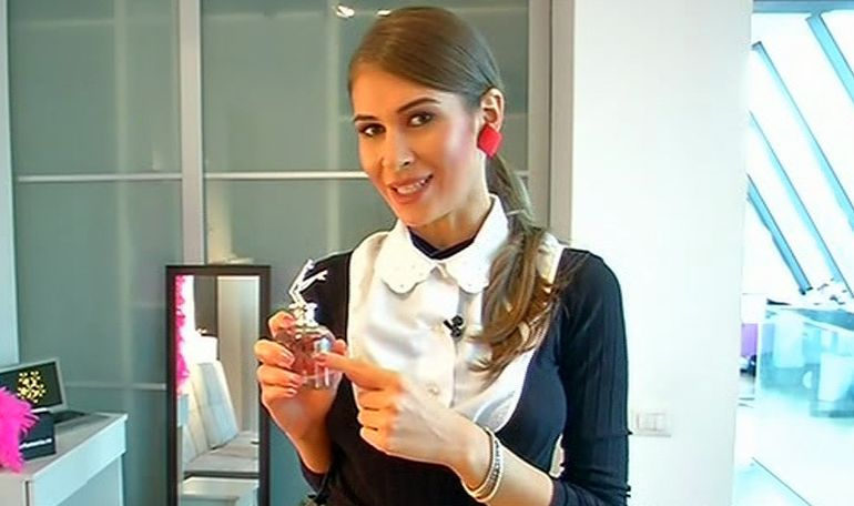 Secrete intre fete: Cristina Mihaela te invata cum se aplici corect parfumul