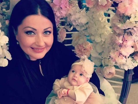 Gabriela Cristea si-a imbracat fetita in printesa si toti s-au topit! Cand s-au uitat mai bine la poza, multi au observat un detaliu