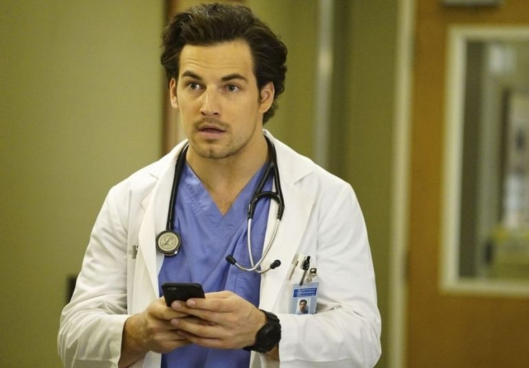 Actorul Giacomo Gianniotti, din serialul 'Grey's Anatomy', s-a logodit