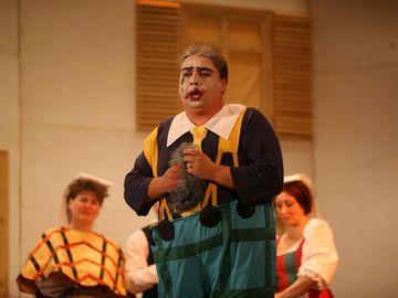 Nasul de cununie al lui Petru Mircea a implinit 50 de ani! Uite cum arata astazi celebrul bariton care i-a condus la altar pe Madalina Manole si pe ultimul ei barbat FOTO
