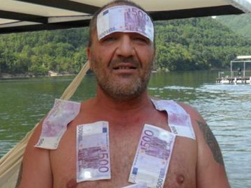 Nelson Mondialu si-a impodobit bradul cu bancnote! Imagini fabuloase