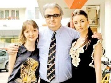 Dupa ce a fost parasita de iubit, fiica lui Corneliu Vadim Tudor si-a refacut viata sentimentala! Uite-o pe Jeni langa barbatul fotomodel cu care si-a petrecut Craciunul FOTO