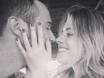 """Iubitul a pozat-o pe Alexandra Dinu langa el, in pat! Ce a spus actorul despre romanca: """"Esti iubirea vietii mele"""""""