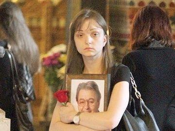 "Vadim Tudor, premonitii inainte de moarte?! Lidia: ""Si-a visat inmormantarea. Un politician in sicriu, imbracat in alb"""