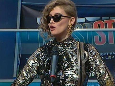 """Iulia Albu a """"intrat"""" in politica si i-a luat la """"puricat"""" pe alesii poporului! Raluca Turcan a primit trofeul WOW - Uite tinuta care a impresionat-o pe criticul de moda"""