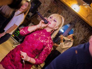 Stana Izbasa arata fabulos la 48 de ani! Cat de sexy si eleganta a fost cantareata la o petrecere!