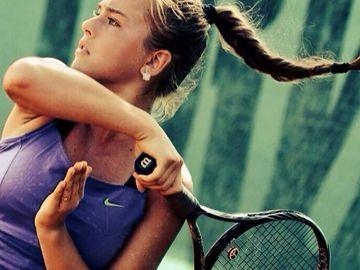 """Cea mai sexy tenismena romanca s-a lasat de sport si pozeaza provocator! Dupa ca a vazut o fotografie cu ea la piscina, un fan i-a transmis Andradei Surdeanu: """"Vrei sa imbolnavesti oamenii!"""""""