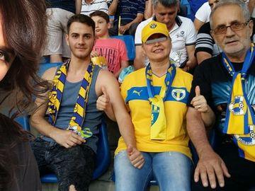 Fost fotbalist, nepotul Madalinei Manole isi duce bunicul la meciurile Petrolului! FOTO