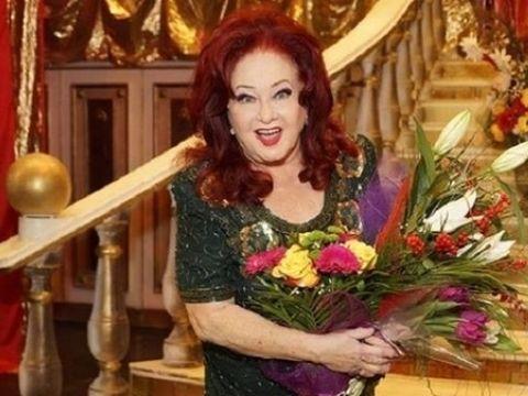 """Manuela Harabor a facut anuntul: """"El e mascota teatrului """"Stela Popescu"""". A aparut vineri la usa, ranit la un picior!"""" FOTO"""
