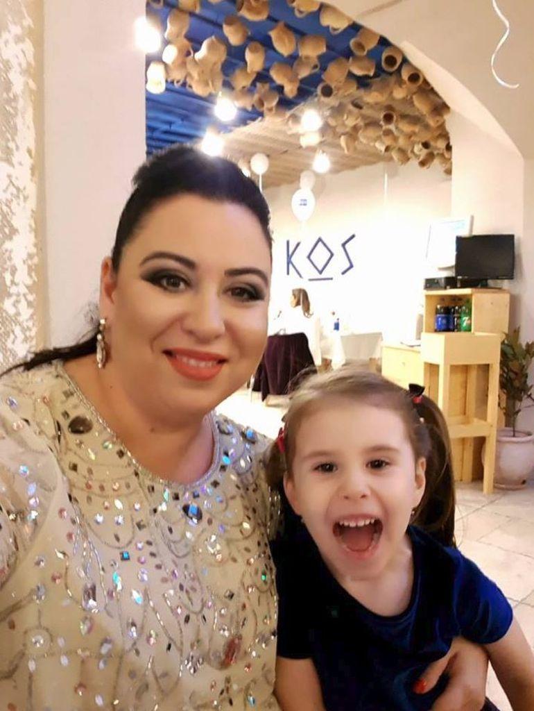 Oana Roman se teme de intuneric. Sotul ei a povestit cum a reactionat vedeta cand a fost inchisa de fiica ei, in dressing, cu lumina stinsa.