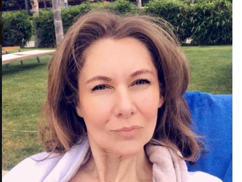 Romanita Iovan s-a pozat in costum de baie! Cum arata creatoarea de moda la 53 de ani