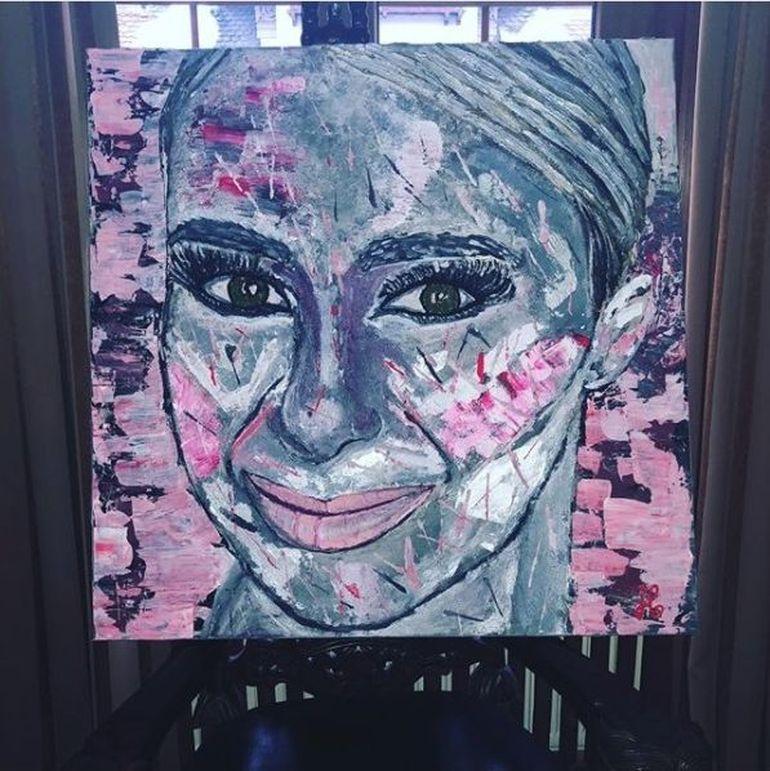 """O pictorita a realizat un tablou cu Anamaria Prodan! Vedeta este atat de incantata, incat si l-a pus in sufragerie: """"Multumesc mult, este de vis!"""""""