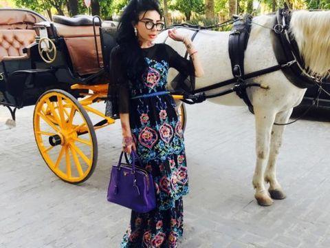 DJ Wanda si-a sarbatorit ziua in cel mai luxos mod posibil. S-a trezit in Sevilla, in cel mai frumos hotel-castel, iar printul ei i-a aranjat totul