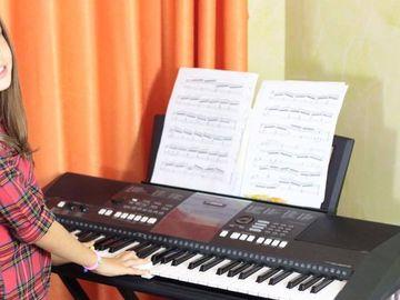 "S-a reaprins scandalul intre Sonia si fanii Denisei Raducu! ""Cat Sonnya"" s-a apucat sa cante din nou melodiile regretatei artiste: ""N-ai nici o treaba, nu poti ajunge niciodata ca ea!"""