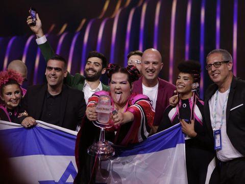 Netta Barzilai, castigatoarea Eurovision 2018, a spart trofeul