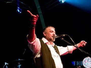 Miracol pentru cantaretul Adrian Berinde! Corpul sau accepta tratamentul pentru cancer!