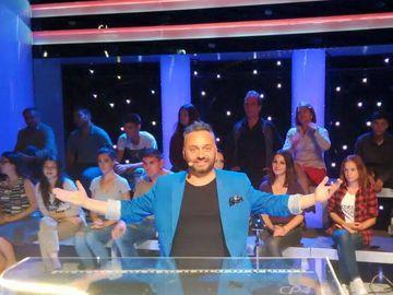 Cantaretul Ovi si-a luat masina pe comanda! Artistul care ne-a reprezentat la Eurovison a dat 60.000 de euro pe un superb SUV rosu!