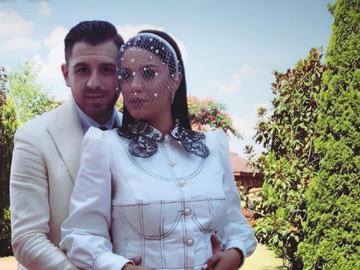 Betty, fiica lui Florin Salam, a purtat la petrecerea de cununie o rochie pictata manual! Cat de frumosi au fost proaspetii insuratei!