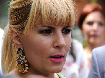 Cat de mare s-a facut burtica de gravida a Elenei Udrea? Imagine bomba surprinsa pe plaja din Costa Rica