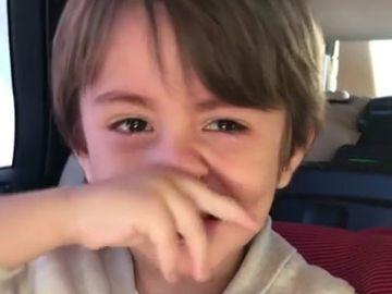 """Andreea Mantea si-a filmat baietelul plangand in hohote. """"Sufletul meu, de ce plangi?"""". Raspunsul lui David a lasat-o masca pe prezentatoare. VIDEO EMOTIONANT"""