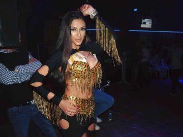 Daniela Stan a incendiat plaja din Mamaia! Dansatoarea preferata a manelistilor a pozat sexy FOTO