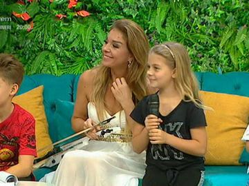 Ionut Dolanescu are trei copii superbi! Artistul de muzica populara si sotia lui, Doinita, se mandresc cu Vlad, Ioana si Iancu