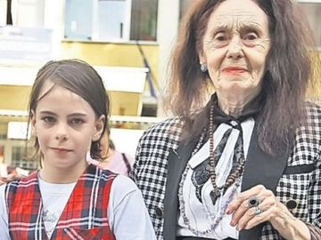 """Reguli stricte pentru Eliza Iliescu! Cea mai batrana mama din lume isi creste fetita ca in 1950: """"Nu e de nasul ei. Este un loc al pierzaniei, al dezmatului"""""""