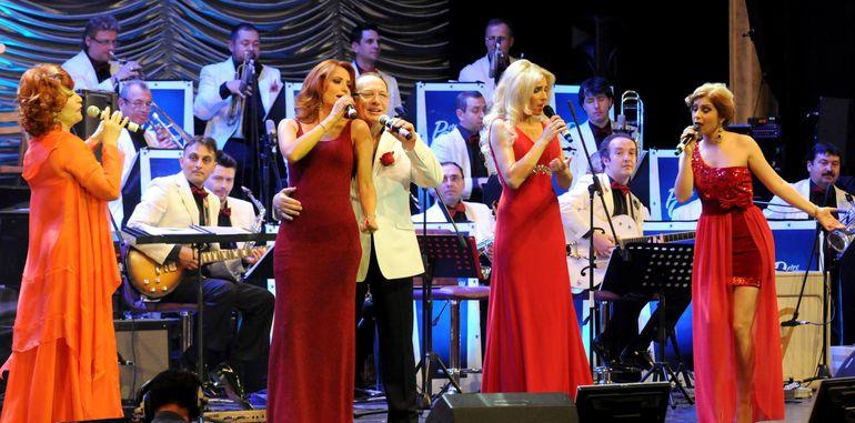 Aparitie surpriza in cadrul concertului sustinut pe litoral de Petre Geambasu! Oana Sarbu s-a dat in spectacol FOTO
