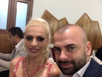 Nicoleta Guta le-a aratat fanilor cerceii primiti de la sotul ei! Vezi cum stralucesc bijuteriile din aur de 24 de carate la urechile manelistei!