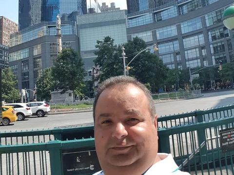 Regele Cioaba a plecat in America la o reuniune a romilor! Uite-l cum se minuneaza printre zgarie-norii din New York!