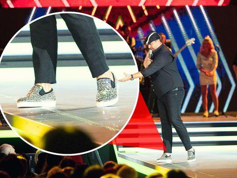 WOW! Cu ce pantofi a socat Brenciu la Cerbul de aur! Artistul s-a mai si ingrasat, iar lumea a observat