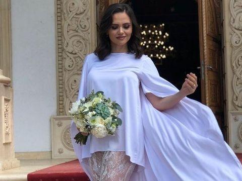 "Cristina Siscanu, criticata dupa ce a purtat o rochie provocatoare: ""Faci ce faci si arati partile rusinoase!"""