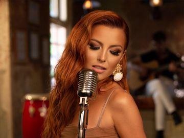 """Elena Gheorghe, apropiere FIERBINTE de un dansator latino. N-ai mai vazut-o NICIODATA atat de sexy, senzuala si provocatoare pe celebra artista. """"M-am lasat dusa de tot ce simt""""  FOTO EXCLUSIV!"""