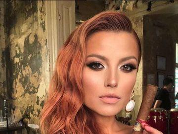 """Uite ce cercei superbi poarta Elena Gheorghe in clipul piesei """"Un gram de suflet"""". Bijuteriile de senzatie sunt create de Iulia Albu FOTO"""