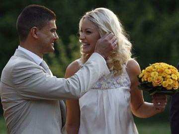 Cum a fost imbracata Valentina Pelinel, la prima sa casatorie, cea cu fostul politician Cristian Boureanu! Locatia a fost una speciala!