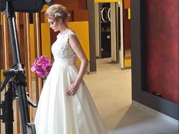 Uite cat au costat cerceii purtati de Valentina Pelinel la nunta! Bijuteriile au perle Swarovski si sunt semnate Iulia Albu FOTO EXCLUSIV