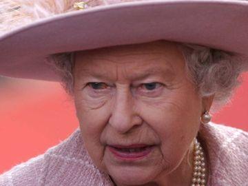 Ce refuză Regina Marii Britanii să facă atunci când călătoreşte! Are un motiv întemeiat pentru asta