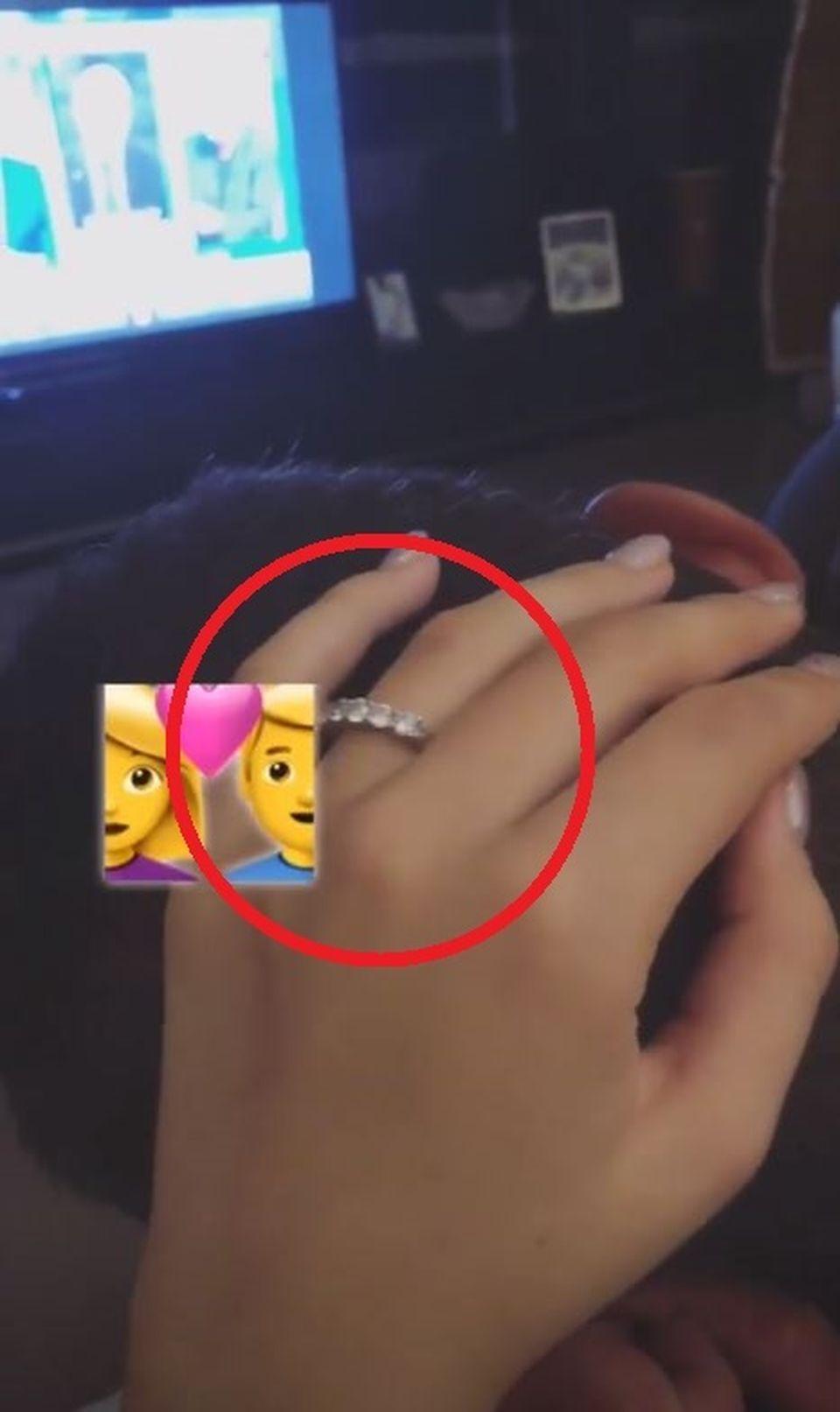 E clar, urmează NUNTA! Avem DOVADA! Laura Dincă şi-a prezentat inelul de logodnă pe care l-a primit de la Boureanu