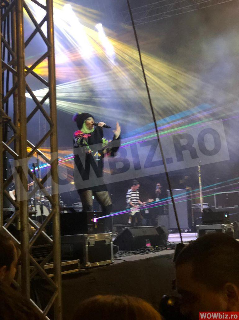Şoc la concertul Deliei de la Iaşi din urma cu cateva zile! Un spectator a lesinat si a fost chemata de urgenta ambulanta!!! Toata lumea a fost ingrozita! VIDEO EXCLUSIV