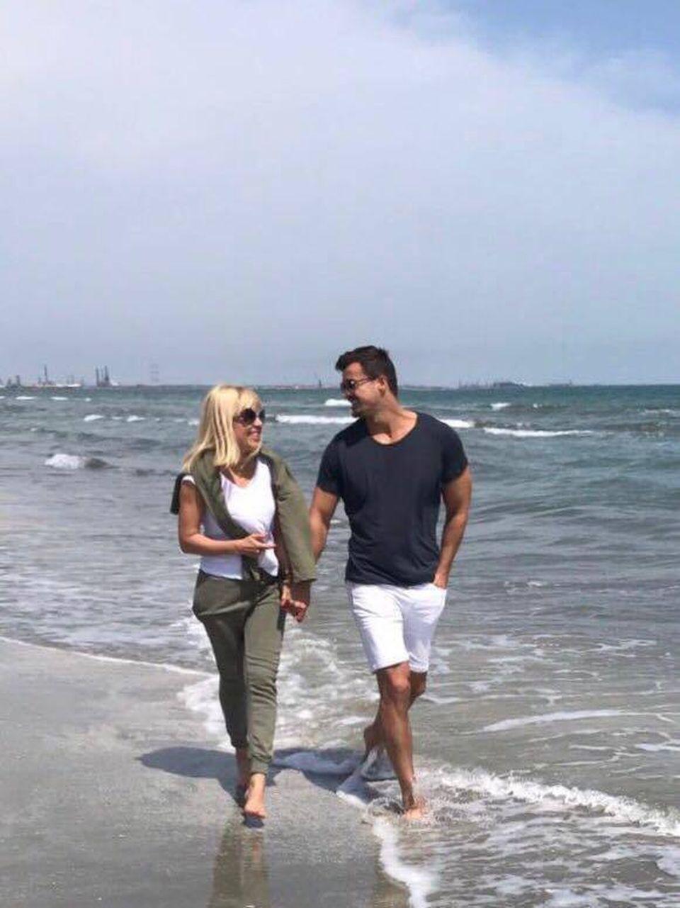 Am găsit-o pe soacra Elenei Udrea! Mama lui Adrian Alexandrov este stabilită în Italia! Femeia îşi umple timpul croşetând pulovere pentru familie, în timp ce fiul ei se ocupă de bebeluşă în Costa Rica FOTO