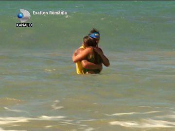 Exatlon 1 noiembrie. Scene incendiare! Iulian Pîtea şi mexicanca Ana, săruturi pătimaşe în apele oceanului