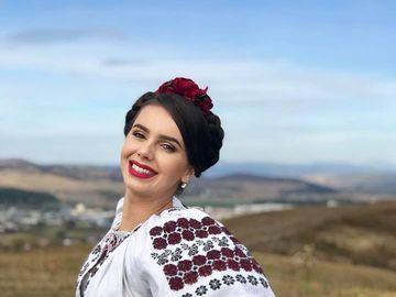 """Surpriză! După Gabriela Cristea, Mirela Vaida şi Andreea Bălan, mai avem o altă graviduţă în showbiz! """"La aflarea veştii m-am panicat puţin"""" - Primele imagini cu burtica"""